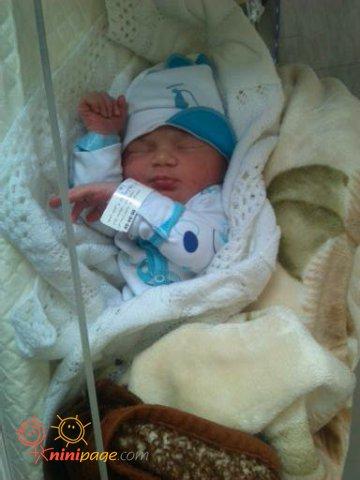 علی احسان تازه متولد شده