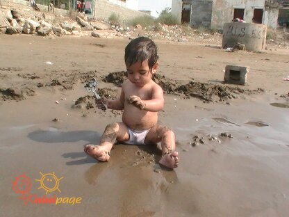 امیر درحال شن بازی در سواحل دریاچه مازندران