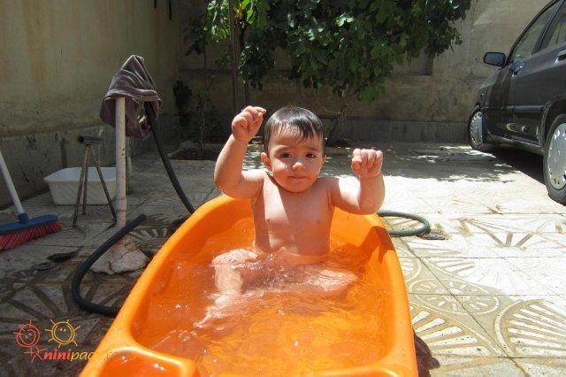 آرشا جون عاشق آب بازیه