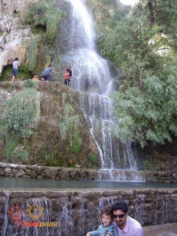 فربد و بابايي كنار آبشار نياسر كاشان