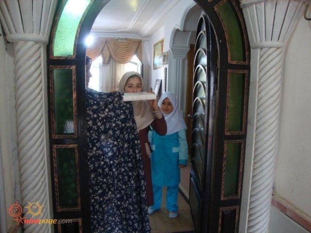 اول  مهر94 -فاطمه و فائزه راهی مدرسه میشوند.