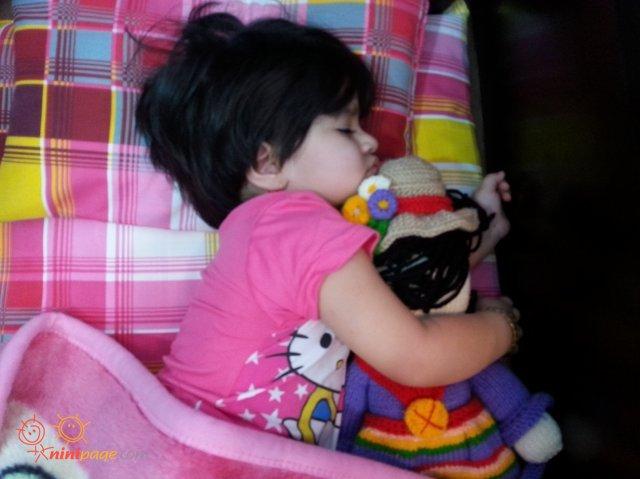 عروسک توی بغل عروسک