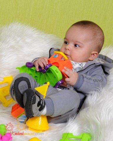 پارسا کوچولو و اسباب بازیهاش