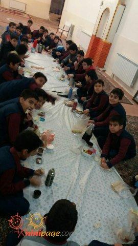 صبحانه جمعی در مدرسه